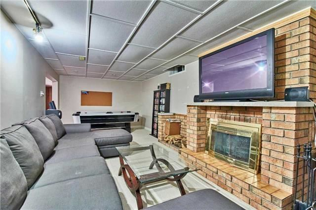 Detached at 56 Canadian Oaks Dr, Whitby, Ontario. Image 3
