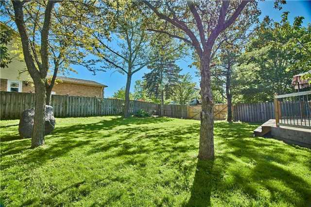 Detached at 56 Canadian Oaks Dr, Whitby, Ontario. Image 8
