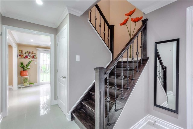 Detached at 40 Whistling Hills Dr, Toronto, Ontario. Image 3