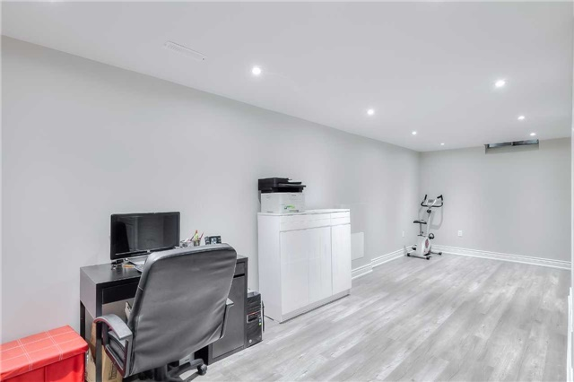 Detached at 40 Whistling Hills Dr, Toronto, Ontario. Image 9