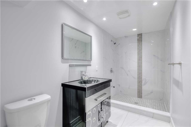 Detached at 40 Whistling Hills Dr, Toronto, Ontario. Image 11