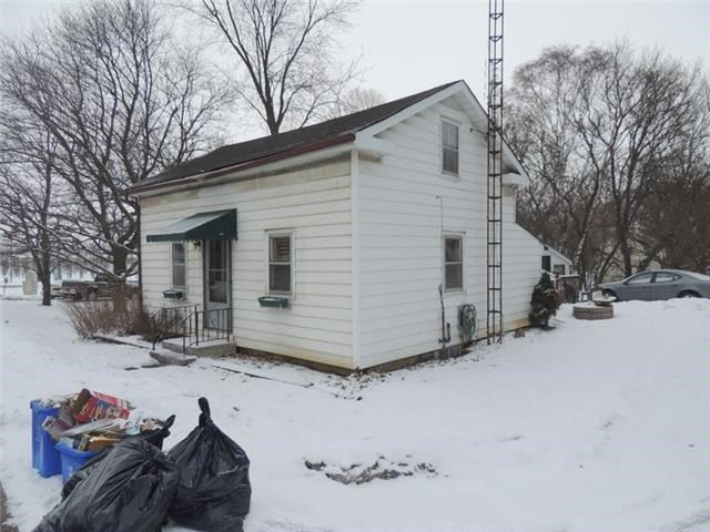 Detached at 8985 Baldwin  St N, Whitby, Ontario. Image 3