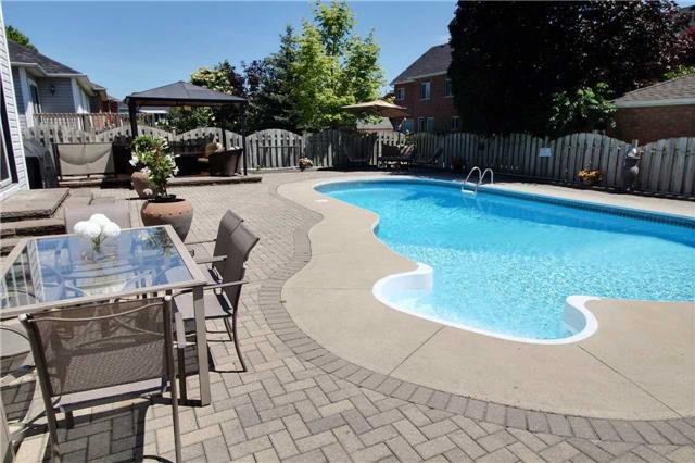 Detached at 127 Carnwith Dr E, Whitby, Ontario. Image 12