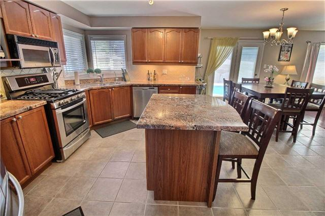 Detached at 127 Carnwith Dr E, Whitby, Ontario. Image 17