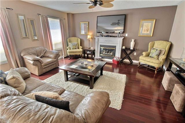 Detached at 127 Carnwith Dr E, Whitby, Ontario. Image 18