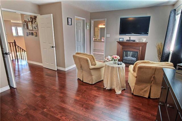 Detached at 127 Carnwith Dr E, Whitby, Ontario. Image 3