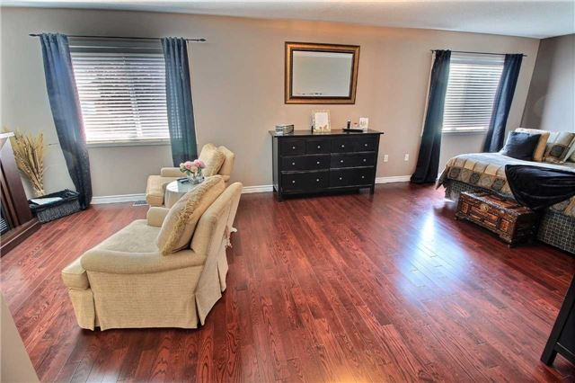 Detached at 127 Carnwith Dr E, Whitby, Ontario. Image 4