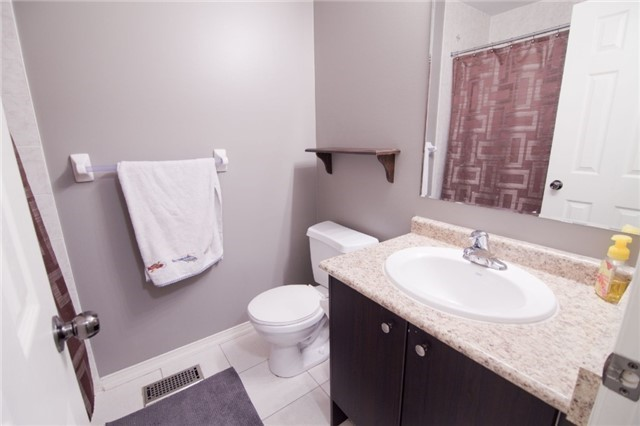 Townhouse at 39 Chaston Rd, Ajax, Ontario. Image 10