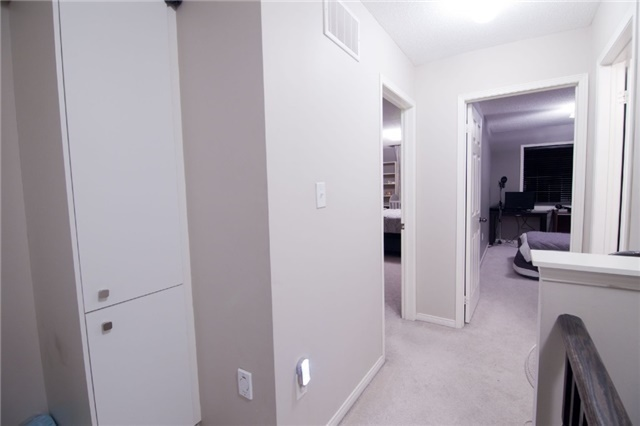 Townhouse at 39 Chaston Rd, Ajax, Ontario. Image 11