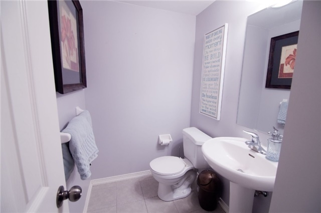 Townhouse at 39 Chaston Rd, Ajax, Ontario. Image 12