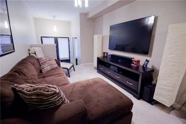 Townhouse at 39 Chaston Rd, Ajax, Ontario. Image 3
