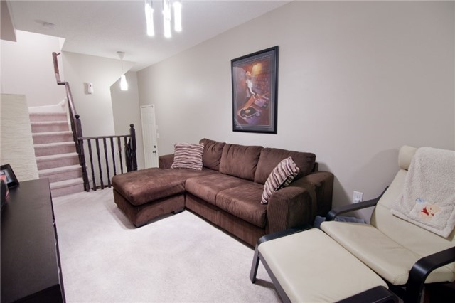 Townhouse at 39 Chaston Rd, Ajax, Ontario. Image 4