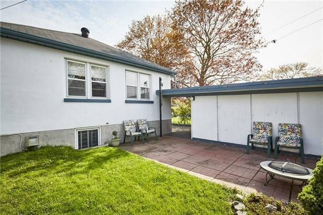 Detached at 208 St. Peter St, Whitby, Ontario. Image 5