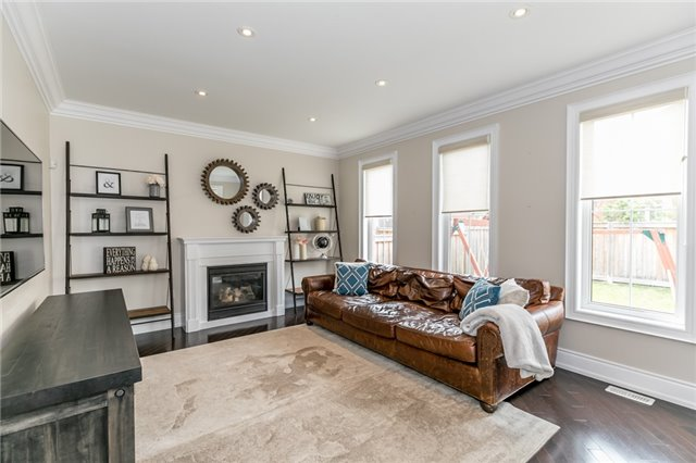 Detached at 32 Bellhouse Pl, Whitby, Ontario. Image 2