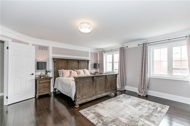 Detached at 32 Bellhouse Pl, Whitby, Ontario. Image 3