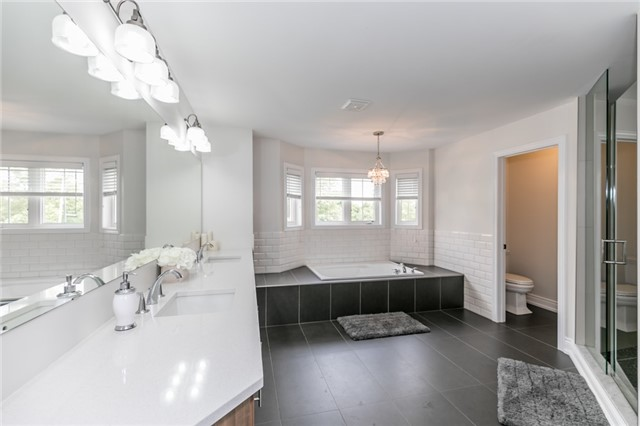 Detached at 32 Bellhouse Pl, Whitby, Ontario. Image 4
