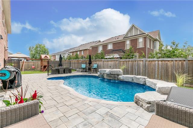 Detached at 32 Bellhouse Pl, Whitby, Ontario. Image 9