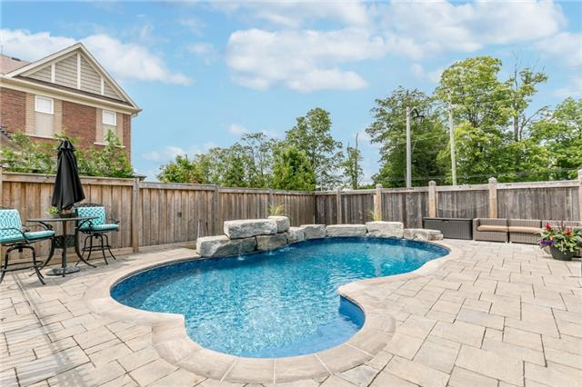 Detached at 32 Bellhouse Pl, Whitby, Ontario. Image 11
