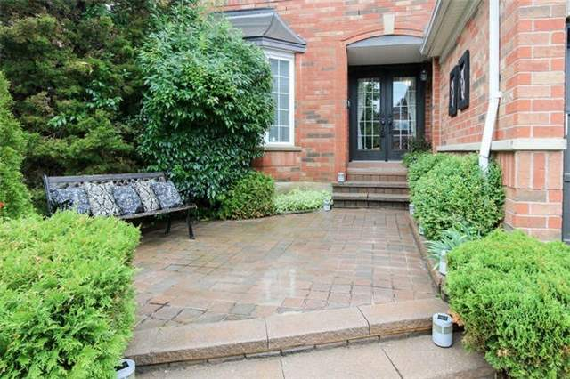 Detached at 28 Gartshore Dr, Whitby, Ontario. Image 1