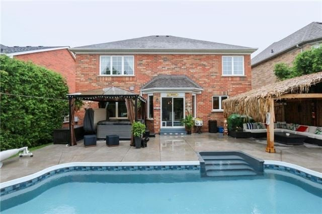 Detached at 28 Gartshore Dr, Whitby, Ontario. Image 8