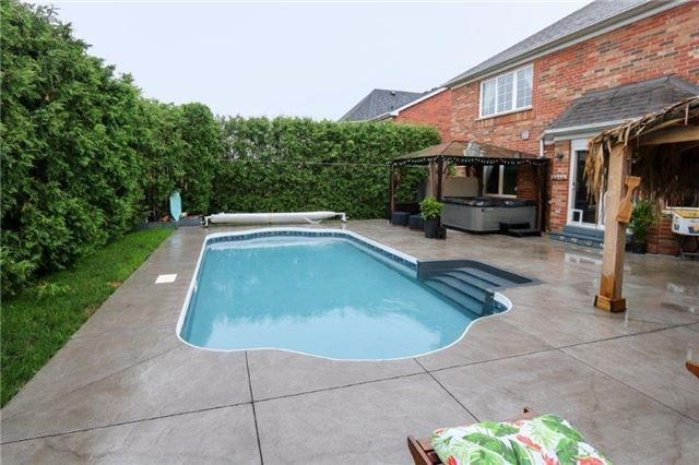 Detached at 28 Gartshore Dr, Whitby, Ontario. Image 10