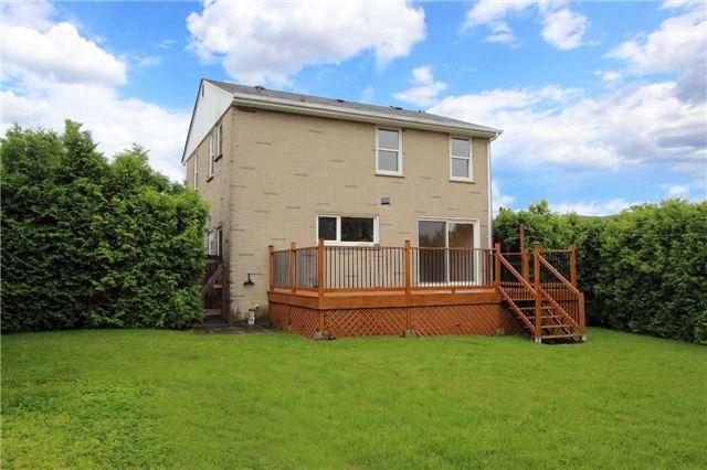 Detached at 484 Lawlor Ave, Oshawa, Ontario. Image 8