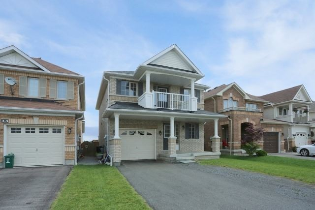 Detached at 35 Kirkland Pl, Whitby, Ontario. Image 11