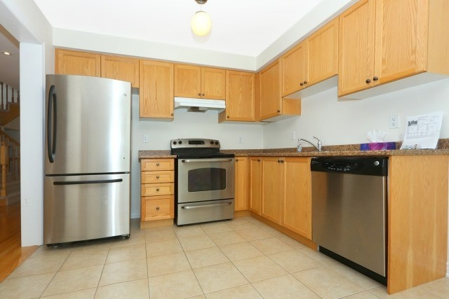 Detached at 35 Kirkland Pl, Whitby, Ontario. Image 12