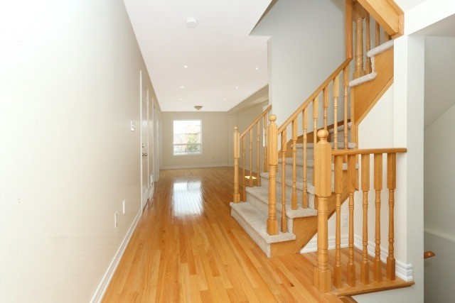 Detached at 35 Kirkland Pl, Whitby, Ontario. Image 14