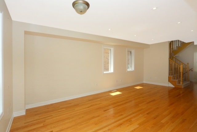 Detached at 35 Kirkland Pl, Whitby, Ontario. Image 16
