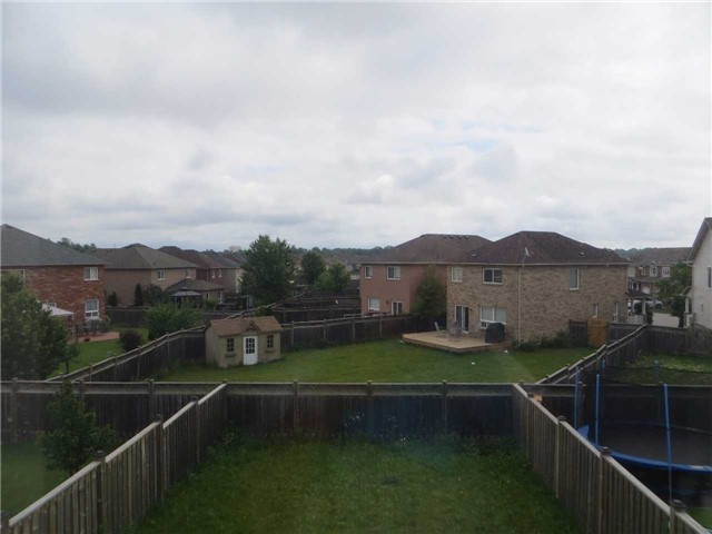 Detached at 35 Kirkland Pl, Whitby, Ontario. Image 8