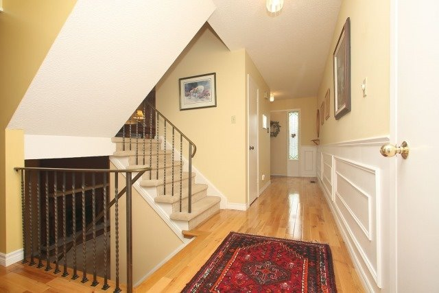 Detached at 17 Muir Cres, Whitby, Ontario. Image 15