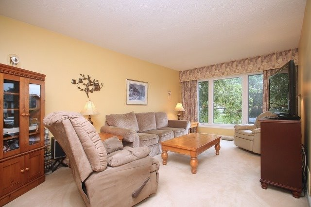 Detached at 17 Muir Cres, Whitby, Ontario. Image 16