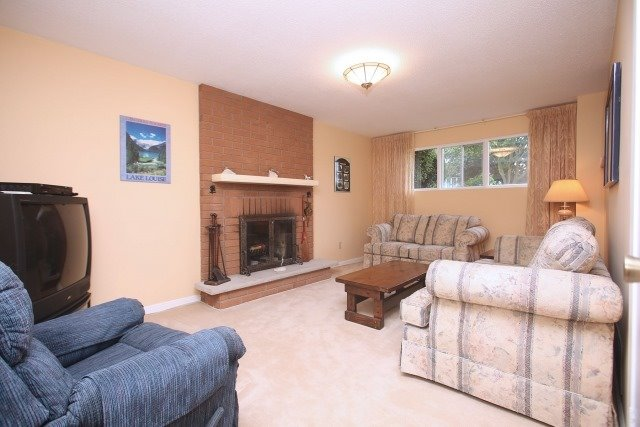 Detached at 17 Muir Cres, Whitby, Ontario. Image 3