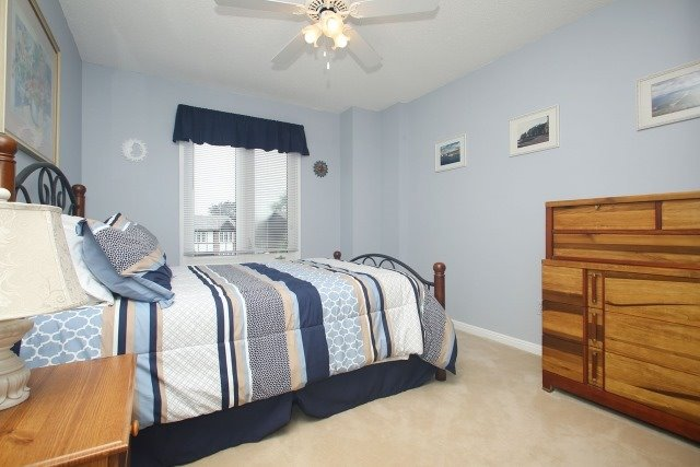 Detached at 17 Muir Cres, Whitby, Ontario. Image 7