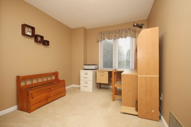 Detached at 17 Muir Cres, Whitby, Ontario. Image 8