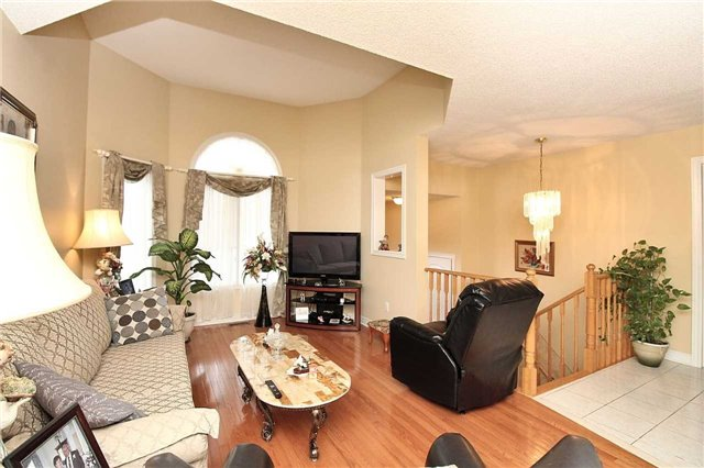 Detached at 1562 Garland Cres, Pickering, Ontario. Image 17