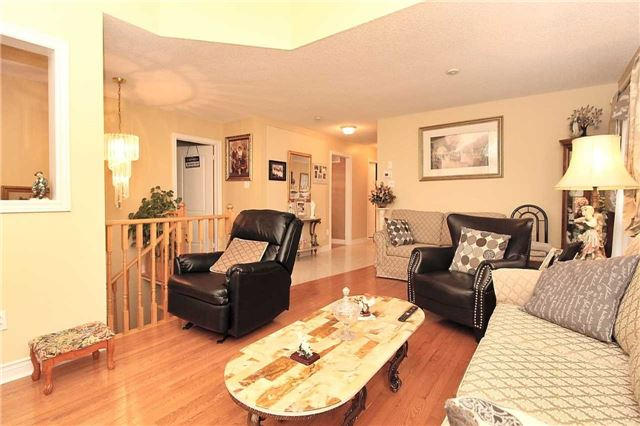Detached at 1562 Garland Cres, Pickering, Ontario. Image 18