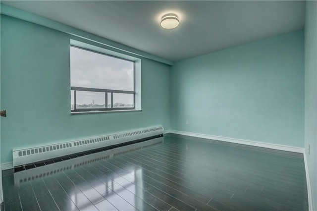 Condo Apartment at 915 Midland Ave, Unit 703, Toronto, Ontario. Image 3