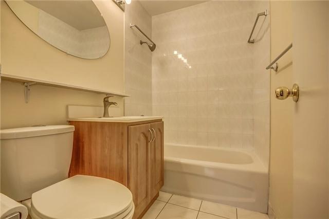 Condo Apartment at 915 Midland Ave, Unit 703, Toronto, Ontario. Image 6