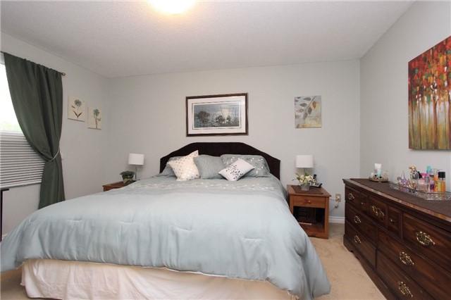 Detached at 398 Grange Crt, Oshawa, Ontario. Image 4