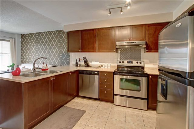 Townhouse at 5539 Lawrence Ave E, Toronto, Ontario. Image 2