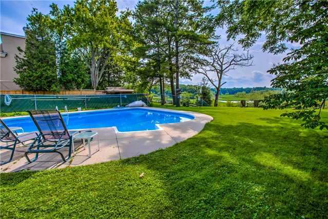Detached at 326 Dyson Rd, Pickering, Ontario. Image 15