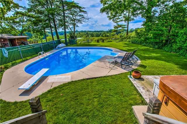 Detached at 326 Dyson Rd, Pickering, Ontario. Image 3