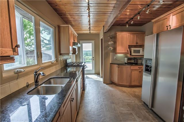 Detached at 326 Dyson Rd, Pickering, Ontario. Image 7