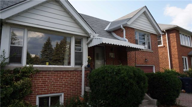 Detached at 132 Pinegrove Ave, Toronto, Ontario. Image 3