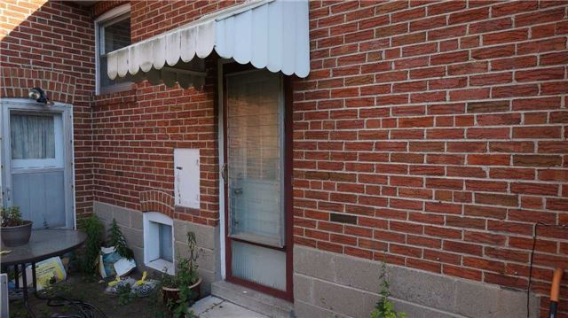Detached at 132 Pinegrove Ave, Toronto, Ontario. Image 7