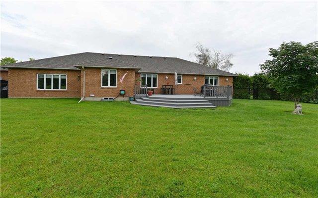 Detached at 30 Steepleview Crt, Oshawa, Ontario. Image 13