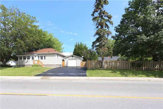 Detached at 829 Athol St, Whitby, Ontario. Image 12