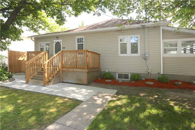 Detached at 829 Athol St, Whitby, Ontario. Image 13